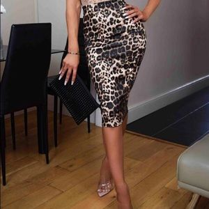 🔥SALE🔥 Plus size leopard midi skirt